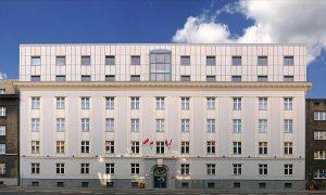 Widok elewacji północnej budynku rektoratu Uczelni przy ul. Poniatowskiego 15 w Katowicach. Budynek 5-piętrowy o konstrukcji tradycyjnej, murowany, z wysokim dachem krytym dachówką.